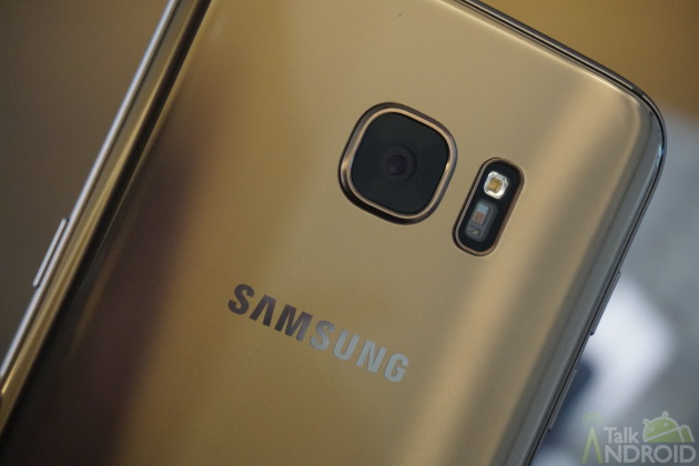 samsung_galaxy_s7_edge_gold_back_logo_camera_closeup_TA